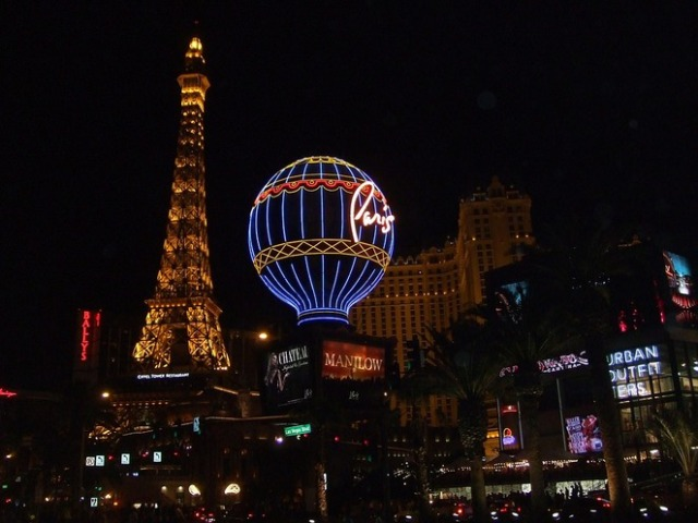 las vegas by night, las vegas boulevard, things to see in las vegas, the luxor, the venetian, caesars palace, new york casino, las vegas strip, free things to do in las vegas, free activities in las vegas, frozen cocktails in vegas, las vegas boulevard, tropicana vegas, the belaggio, water fountains at the belaggio